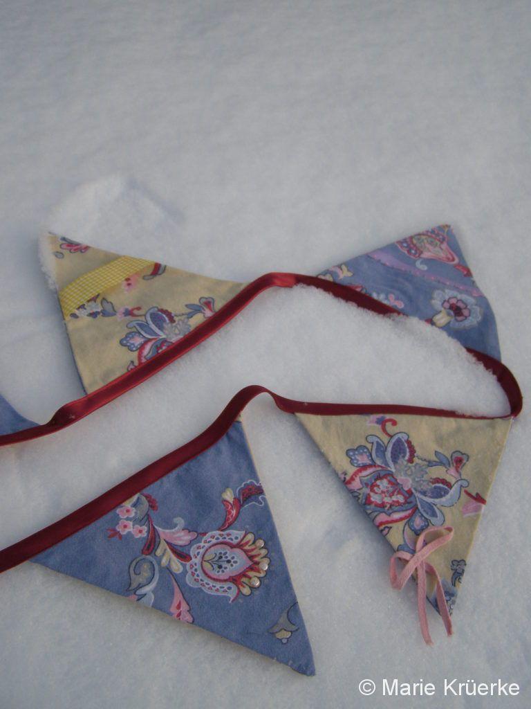 Detail Wimpelkette weinrot