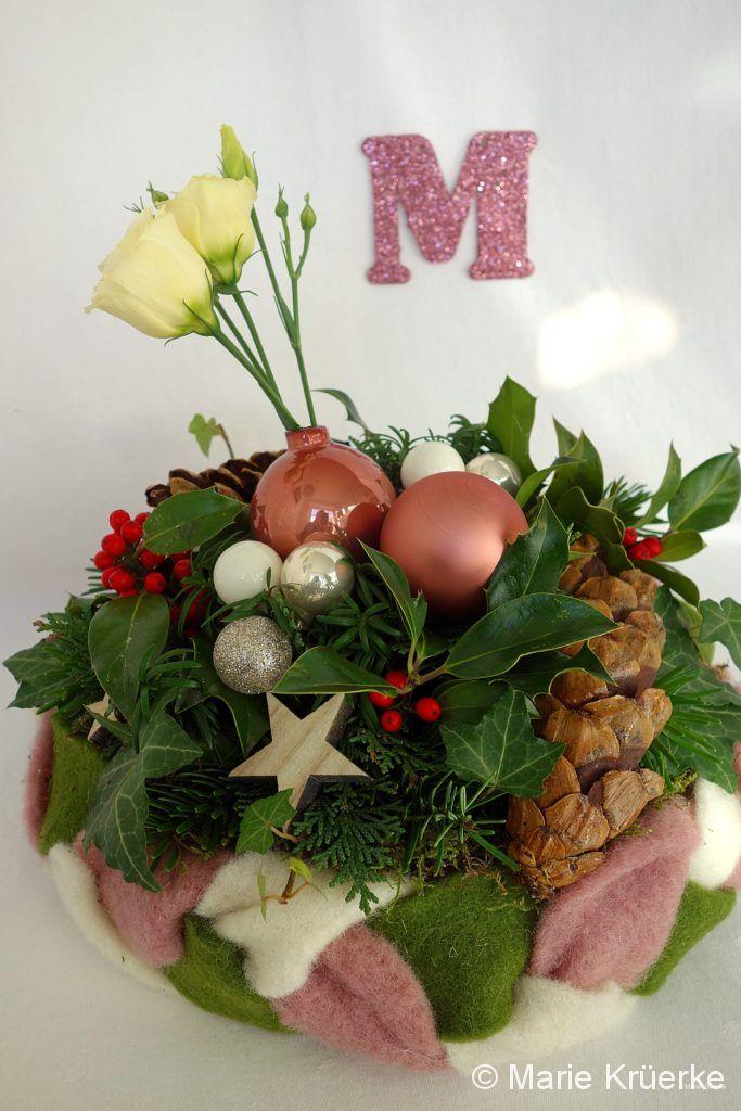 Adventsgesteck grün-rosa